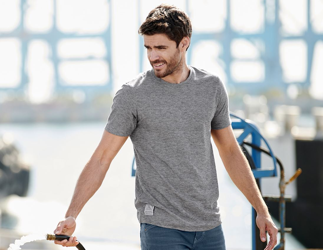 Shirts, Pullover & more: T-Shirt e.s.vintage + black melange
